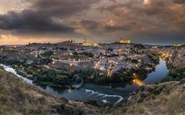 Espanha, toledo, cidade, à noite, rio, casas, luzes, nuvens