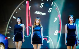 Preview wallpaper Three beautiful girls, auto show