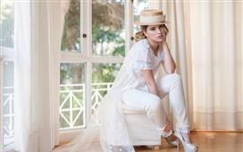 Vestido blanco niña, sombrero, rubia, habitación, ventana.