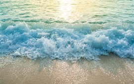 Playa, mar, olas, salpicaduras de agua, espuma.