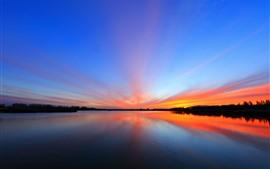 Hermosa puesta de sol, lago, cielo, reflejo de agua.