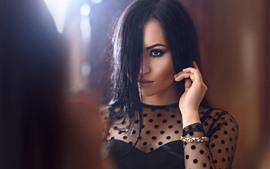 Aperçu fond d'écran Cheveux noirs fille, visage, regard, jupe noire