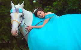 Menina saia azul, cavalo branco