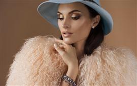 Chica de moda, maquillaje, sombrero