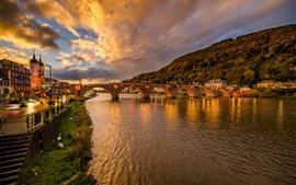 Alemania, Heidelberg, puente, río, noche, luces, ciudad