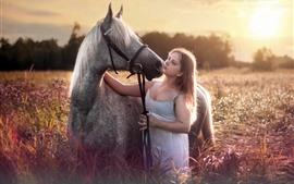Девушка и лошадь, цветы, солнце