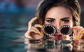 Menina, água, olhos azuis, óculos, diamante