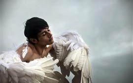 Hombre ángel alas