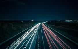 Noite, estrada, linhas claras, velocidade