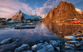 Норвегия, горы, лодки, дома, скалы, озеро