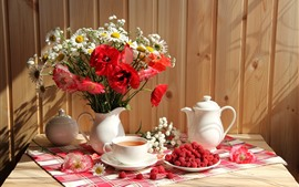 Amapolas y margaritas, jarrón, té, frambuesa, naturaleza muerta