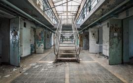 Prison, échelles, portes