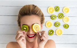 Preview wallpaper Smile girl, kiwi and lemon slices