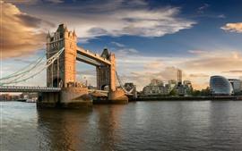 Великобритания, Лондон, Тауэрский мост, река, город, облака, солнце