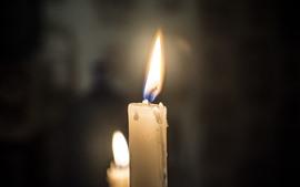 Белые свечи, пламя, огонь