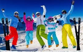 Invierno, nieve, familia, ropa colorida, snowboard.