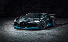 2019 Vista frontal do supercarro preto Bugatti Divo