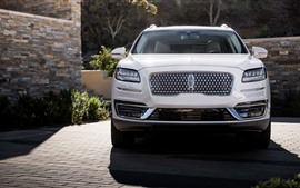 Vista frontal do carro 2019 Lincoln Nautilus branco SUV