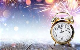 Despertador, neve, fogos de artifício, ano novo