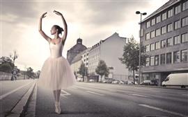 Linda bailarina, menina, dança, rua, cidade