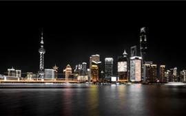 Bela cidade de Xangai à noite, arranha-céus, rio, luzes, China