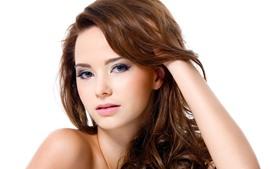 预览壁纸 棕色头发的女孩,卷发,手,白色背景