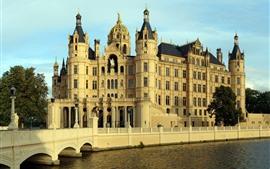 Castillo, edificios, río, puente, ciudad.