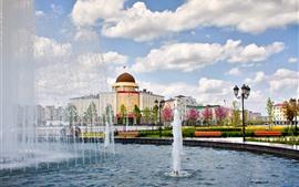 Chechénia, cidade, edifícios, flores, fonte, nuvens