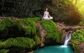Menina, ioga, fluxo, verde, musgo