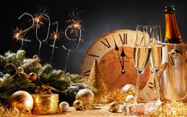 Feliz año nuevo 2019, bolas navideñas, champagne, estilo dorado.