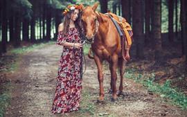 Cavalo e menina, árvores