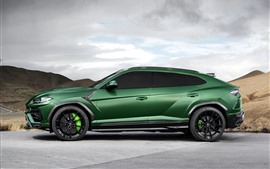 Vista lateral do carro Lamborghini Urus 2018 verde SUV