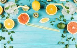 Limonada, laranja, kiwi, hortelã, placa de madeira