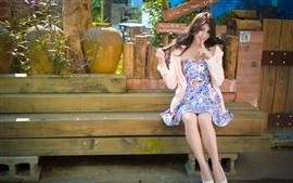 Linda garota de Taiwan, saia, verão