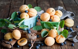 Preview wallpaper Many apricots, blueberries