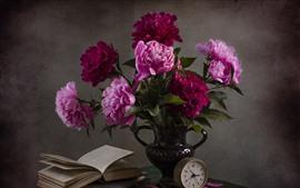 Peonías rosas, flores, florero, libro, reloj