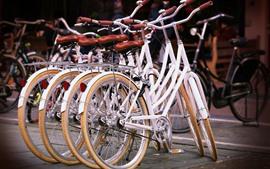 Aperçu fond d'écran Quelques vélos, rue