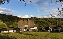 Aldeia, casas, grama, árvores, moinho de vento