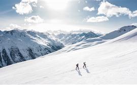 Alpine, neve, montanhista, luz do sol, nuvens, inverno