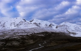 Montaña nevada de Animaqing, nieve, nubes, Qinghai, China