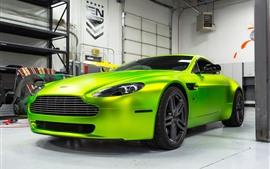 Supercar verde híbrido Aston Martin