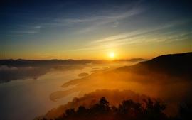 Nascer do sol bonito, névoa, montes, lago, sol, manhã
