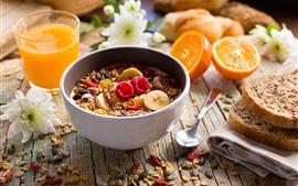 Desayuno, muesli, pan, zumo, naranjas.