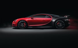 Vista lateral do supercarro Bugatti Chiron 2018