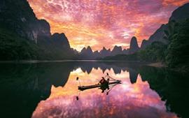 Paisaje de Guilin Yangshuo, río, barco, montañas, nubes, puesta de sol, China