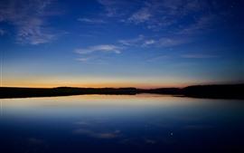 Озеро, сумерки, голубое небо, звёзды, отражение воды
