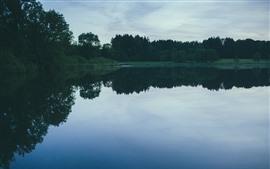Lago, árboles, reflexión del agua, anochecer