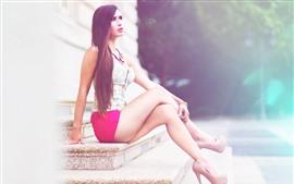Длинные волосы молодая девушка, лестница