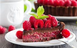 Uma fatia de bolo, framboesa, garfo