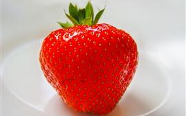 Aperçu fond d'écran Une fraise en gros plan, fond blanc